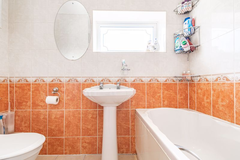 4 bed house for sale in Newark Road  - Property Image 15