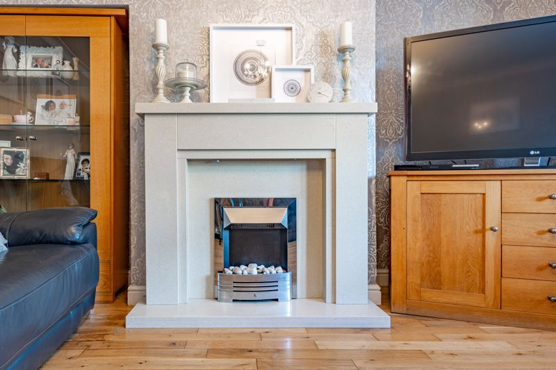 4 bed house for sale in Newark Road  - Property Image 3