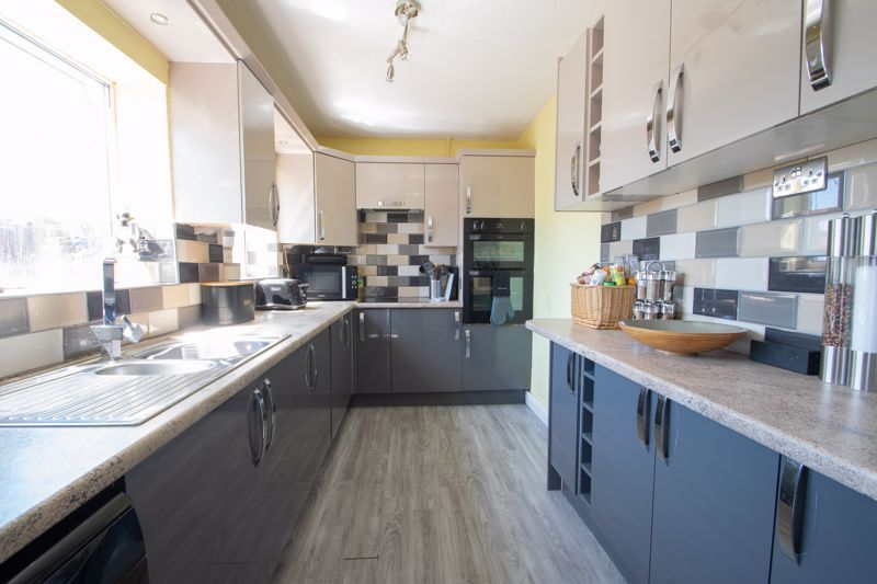 4 bed house for sale in Newark Road 6