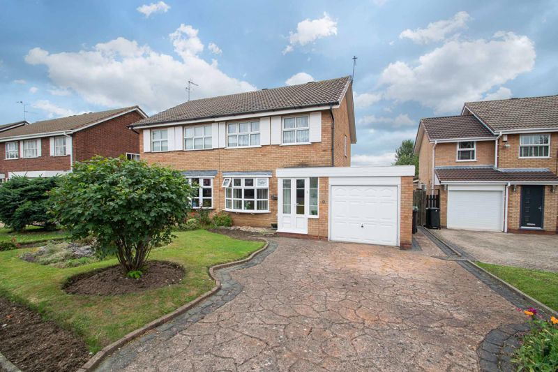 3 bed house for sale in Oxenton Croft 1