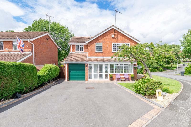 4 bed house for sale in Church Down Close 1