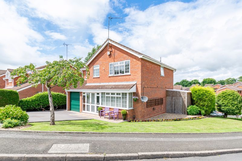 4 bed house for sale in Church Down Close 18