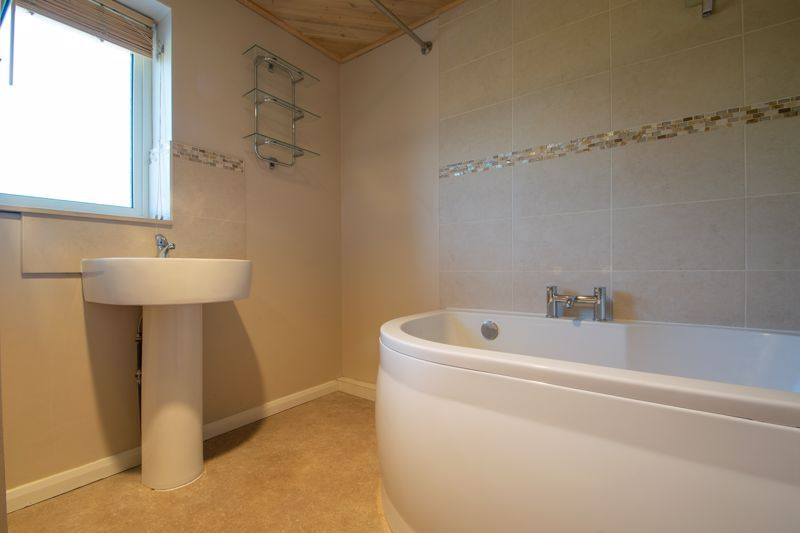 3 bed house for sale in Waverley Crescent 14