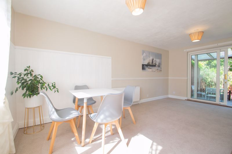 3 bed house for sale in Waverley Crescent 3