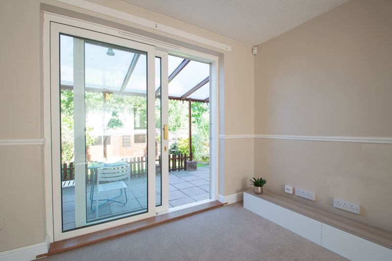 3 bed house for sale in Waverley Crescent 4