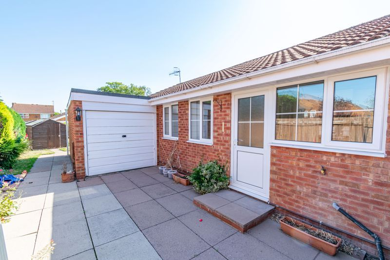 2 bed bungalow for sale in Verbena Close  - Property Image 2