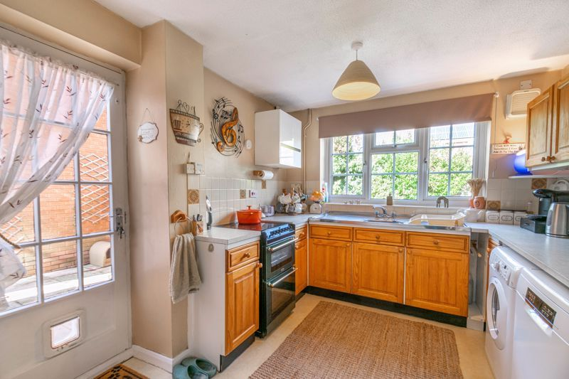 3 bed house for sale in Rush Lane  - Property Image 3