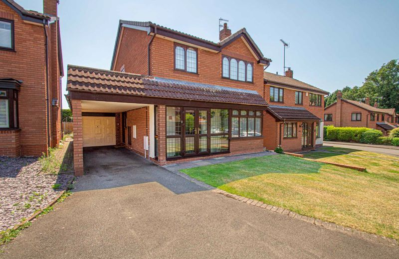3 bed house for sale in Barnetts Close 1
