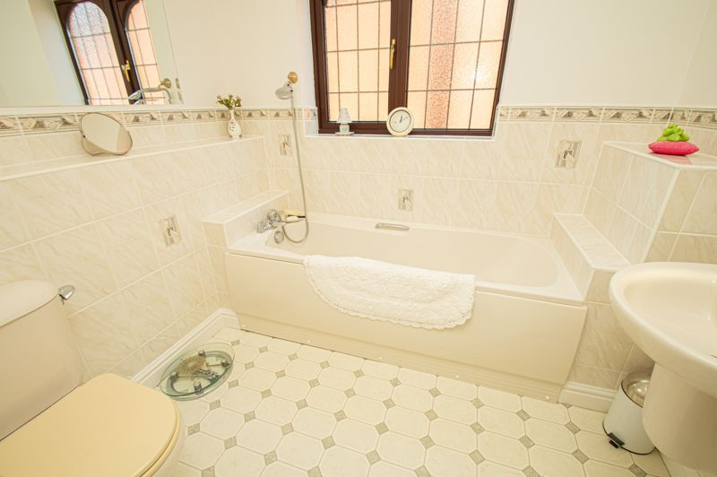 3 bed house for sale in Barnetts Close  - Property Image 12