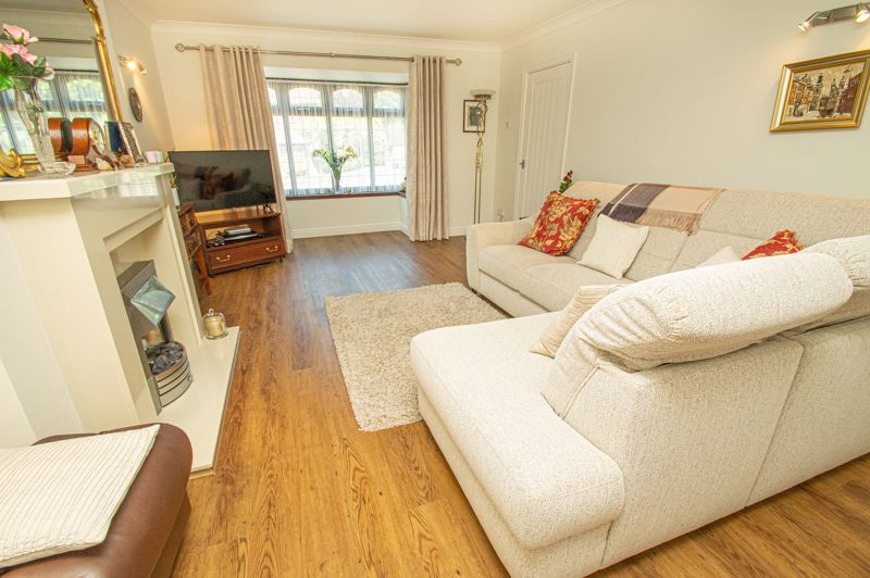 3 bed house for sale in Barnetts Close 3