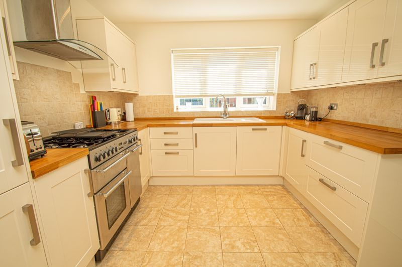 3 bed house for sale in Barnetts Close 6