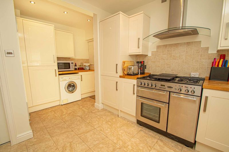 3 bed house for sale in Barnetts Close 7