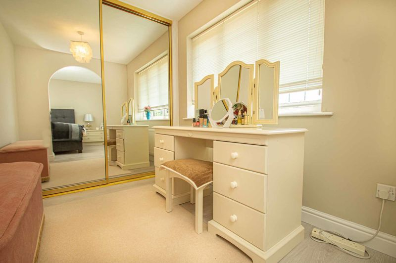 3 bed house for sale in Barnetts Close 9