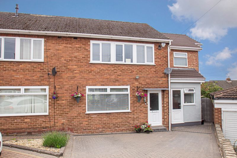 4 bed house for sale in Alvin Close 1