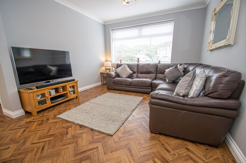 4 bed house for sale in Alvin Close  - Property Image 2