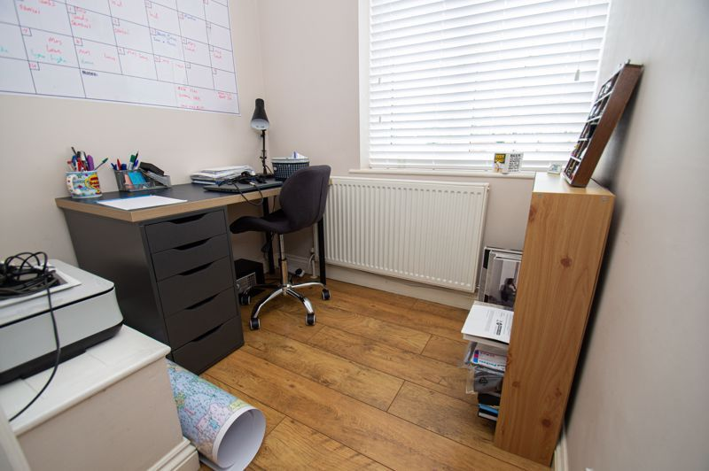 4 bed house for sale in Alvin Close  - Property Image 11