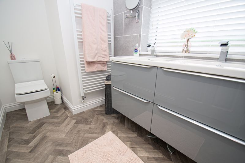 4 bed house for sale in Alvin Close 17