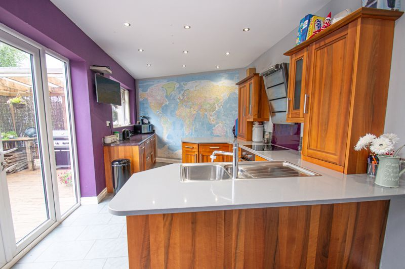4 bed house for sale in Alvin Close 5