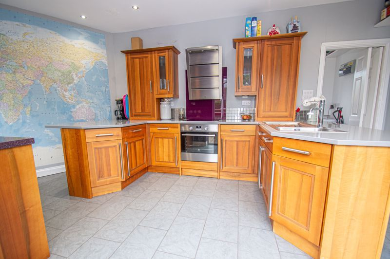4 bed house for sale in Alvin Close 6