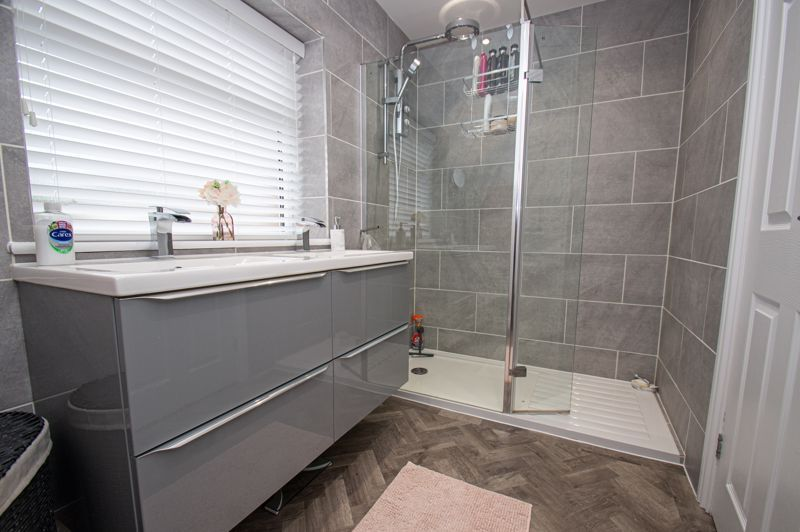 4 bed house for sale in Alvin Close  - Property Image 8