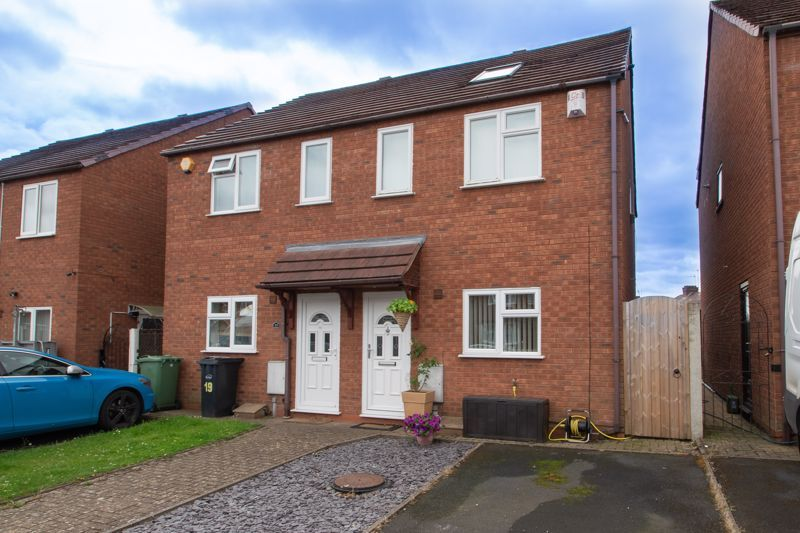 4 bed house for sale in Haden Close 1