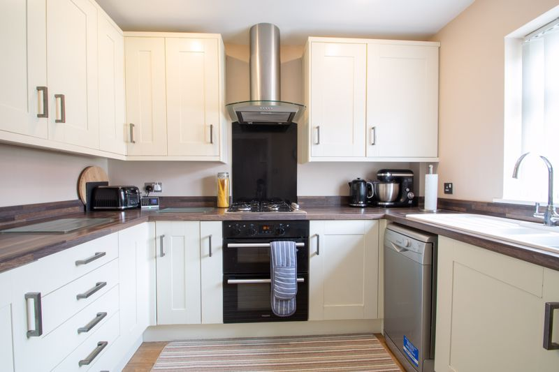 4 bed house for sale in Haden Close 2
