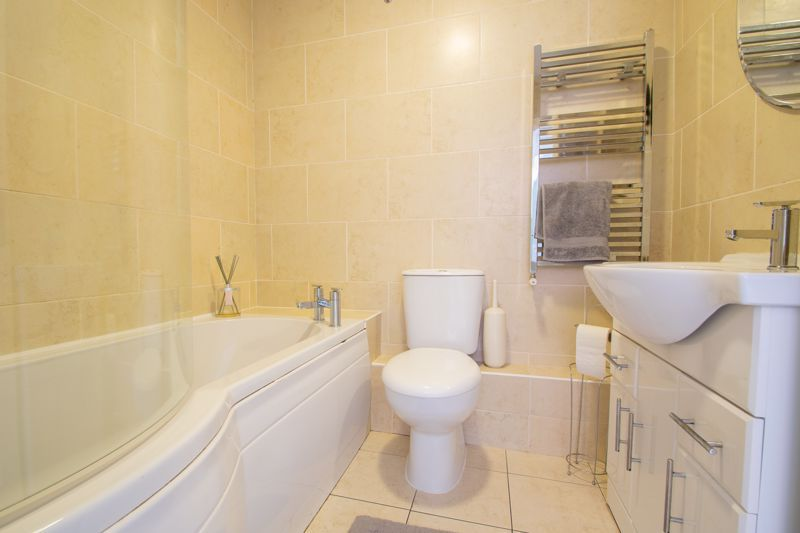 4 bed house for sale in Haden Close  - Property Image 11