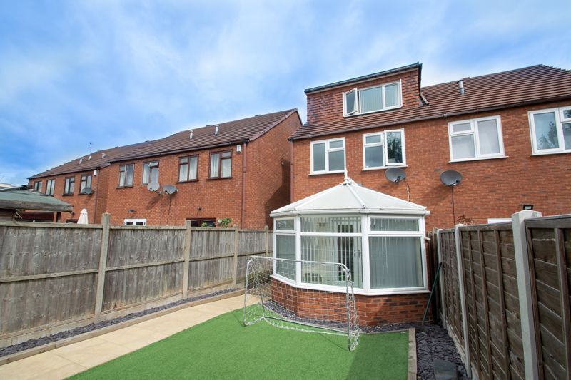 4 bed house for sale in Haden Close 13