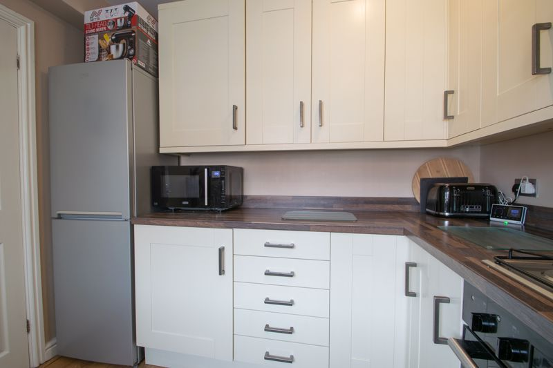 4 bed house for sale in Haden Close 16