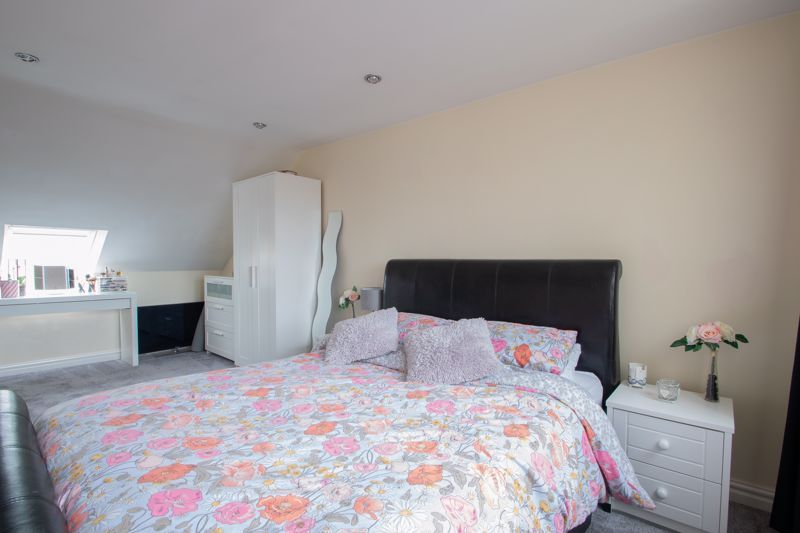4 bed house for sale in Haden Close 18