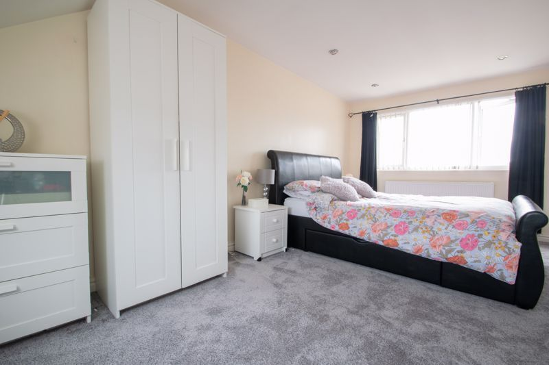 4 bed house for sale in Haden Close 7
