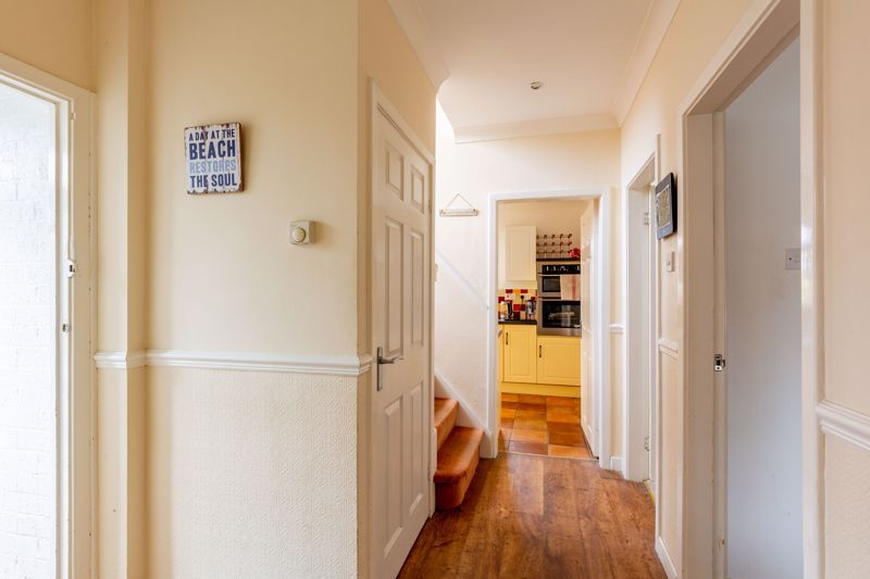 3 bed bungalow for sale in Clent View Road 16