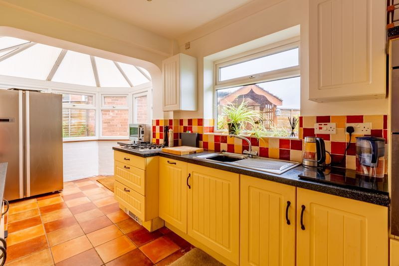 3 bed bungalow for sale in Clent View Road 3