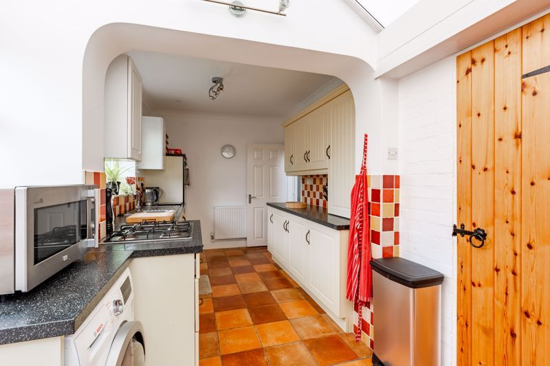 3 bed bungalow for sale in Clent View Road  - Property Image 4