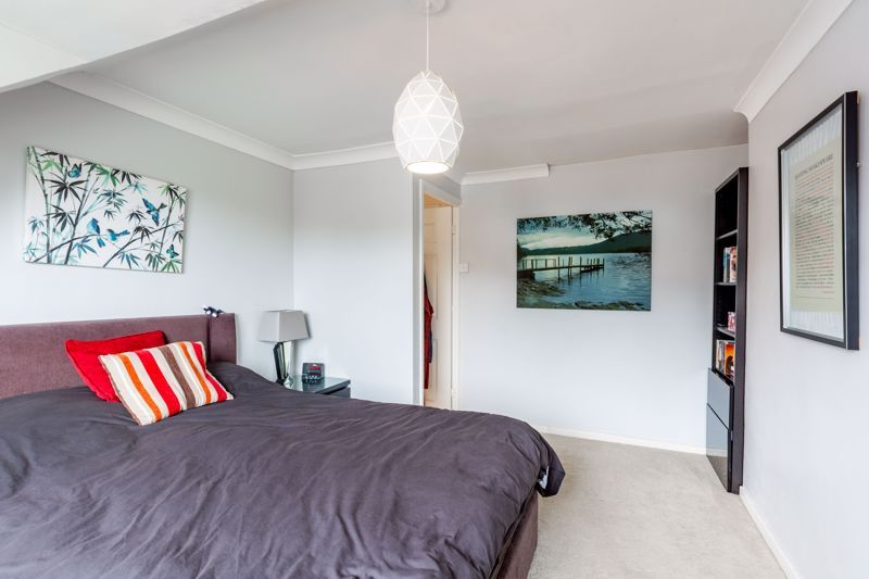 3 bed bungalow for sale in Clent View Road 8