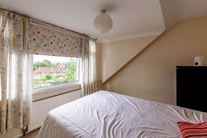 3 bed bungalow for sale in Clent View Road 9