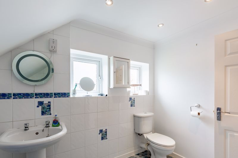3 bed bungalow for sale in Clent View Road 10
