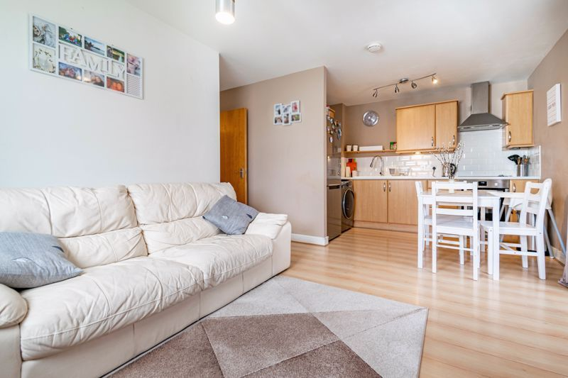 2 bed flat for sale in Pitchcombe Close  - Property Image 3