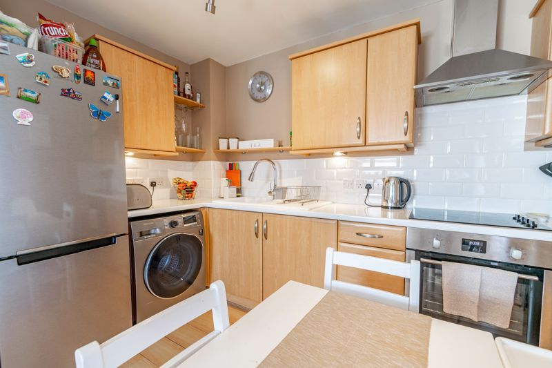 2 bed flat for sale in Pitchcombe Close  - Property Image 5