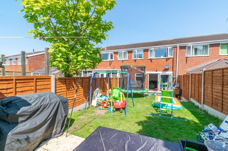 3 bed house for sale in Shaw Lane 13