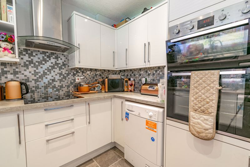 3 bed house for sale in Shaw Lane 4