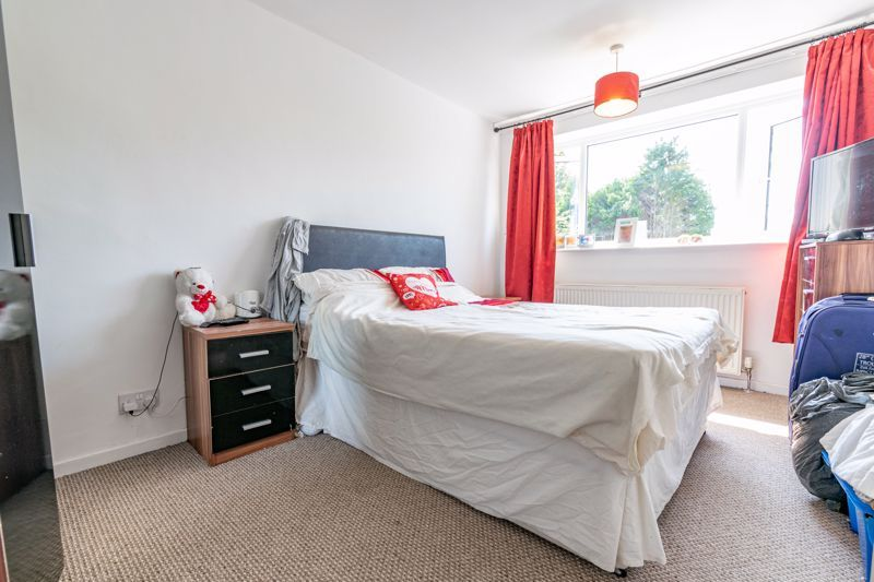 3 bed house for sale in Shaw Lane 8