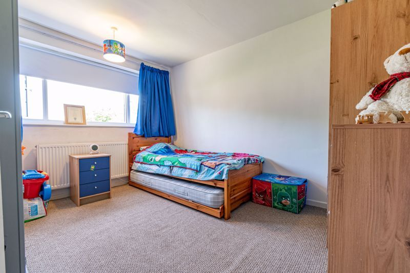 3 bed house for sale in Shaw Lane 9