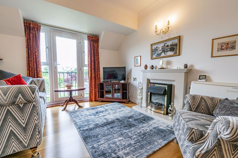 2 bed flat for sale in Woodfield Road 2