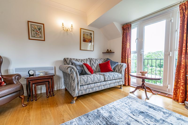 2 bed flat for sale in Woodfield Road  - Property Image 3