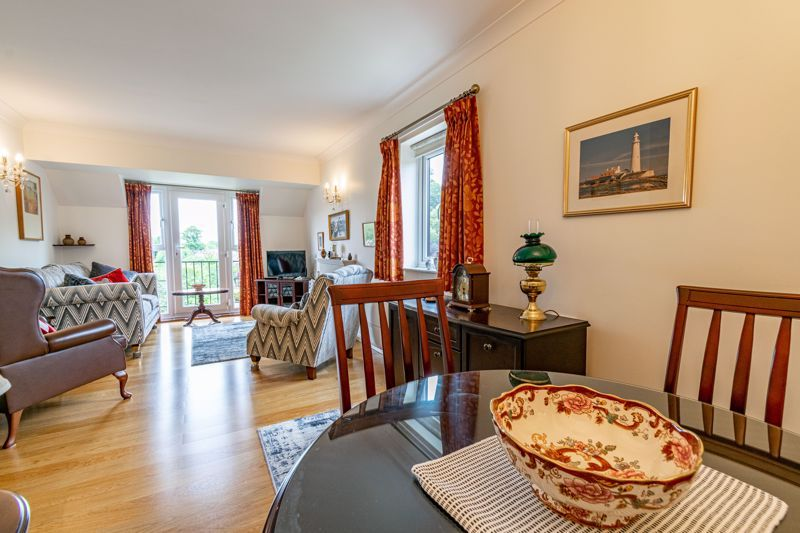 2 bed flat for sale in Woodfield Road  - Property Image 5