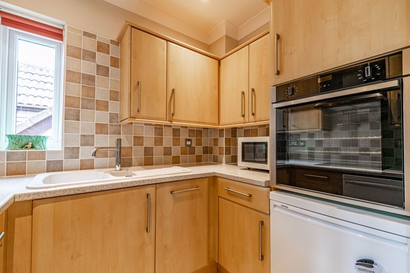 2 bed flat for sale in Woodfield Road 7