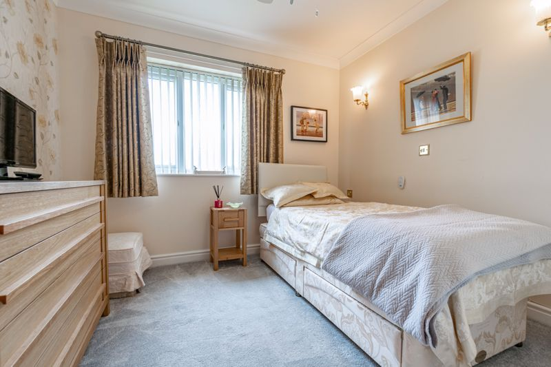 2 bed flat for sale in Woodfield Road  - Property Image 8