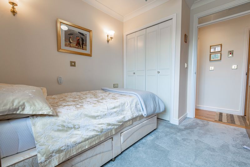 2 bed flat for sale in Woodfield Road  - Property Image 9