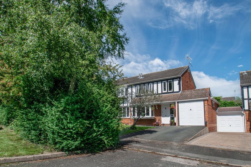 3 bed house for sale in Redstone Close 2